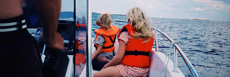 Ta inga risker till sjöss – bär en säker flytväst eller räddningsväst